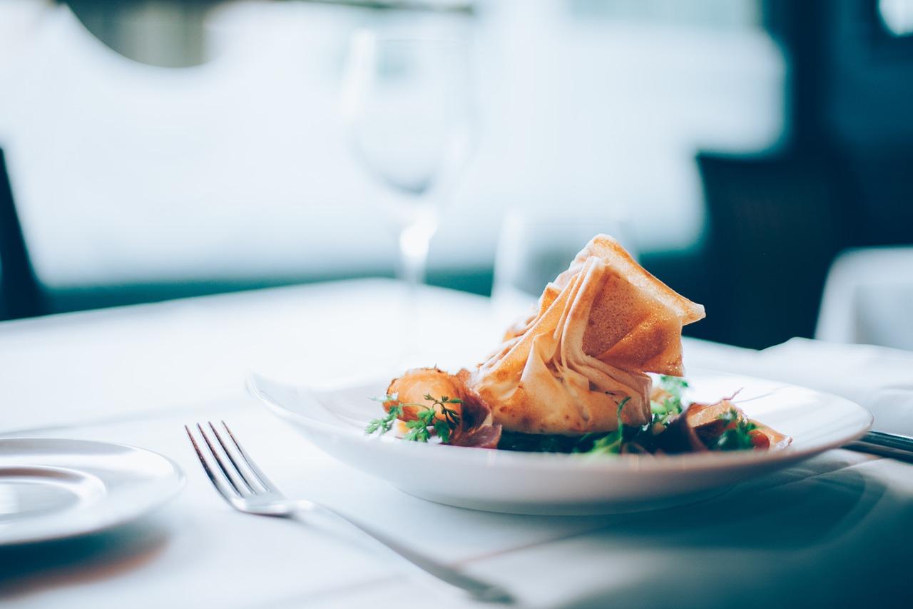 Obiady dla firm: sposób na oszczędność czasu
